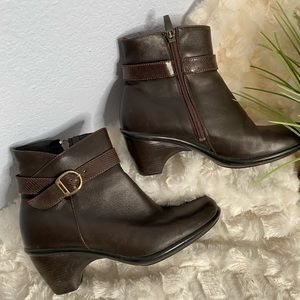 Dansko brown heeled ankle boots size 38